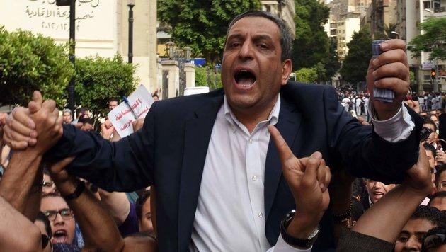 Gewerkchaftschef Yahiya Kallash bei einer Demonstration für Pressefreiheit im Mai (Bild: APA/AFP/MOHAMED EL-SHAHED)