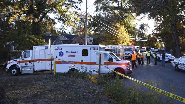 USA: Sechs Kinder bei Schulbusunfall getötet (Bild: AP/ Chattanooga Times Free Press)