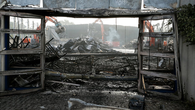 Zu wenig Nutella: Afrikaner zündeten Asylheim an (Bild: Feuerwehr Düsseldorf, dpa/David Young)