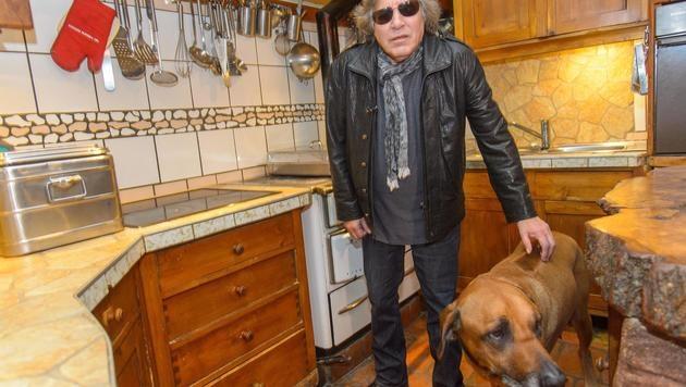 ... und viel Platz für seinen Hund ... (Bild: Andreas TISCHLER)