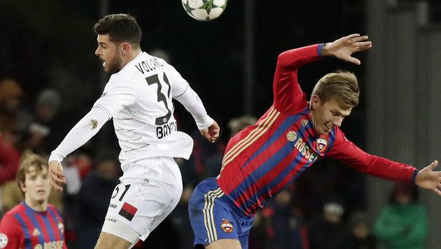 Hitziger Zweikampf bei ZSKA Moskau gegen Bayer Leverkusen (Bild: Associated Press)