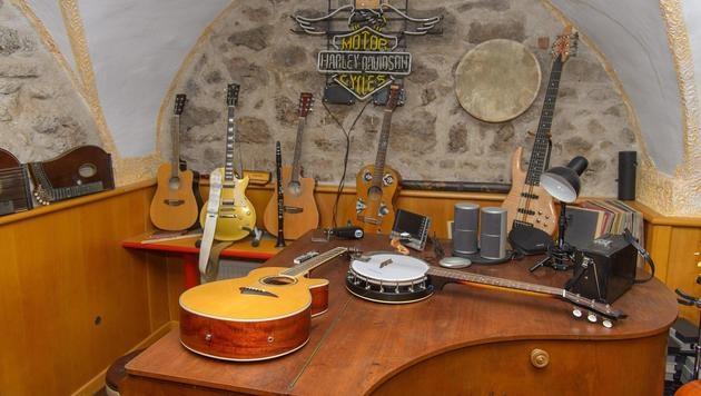... und die Gitarrensammlung.â002îAEA (Bild: Andreas TISCHLER)