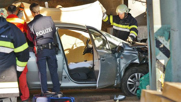 Einsatzkräfte an der Unfallstelle (Bild: APA/LFV FRANZ FINK)