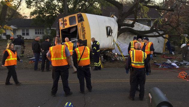 USA: Sechs Kinder bei Schulbusunfall getötet (Bild: AP/Chattanooga Fire Department)