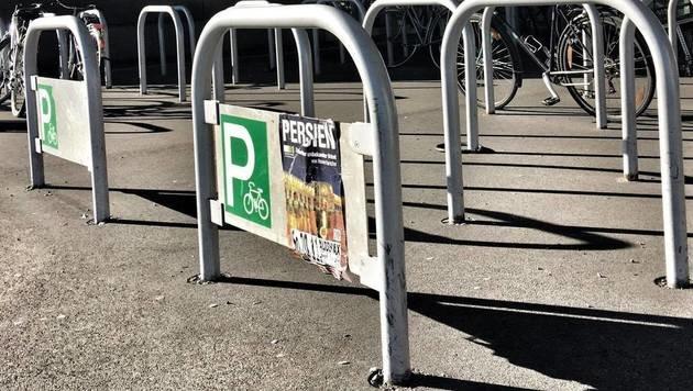 """""""Die drei einsamsten Fahrradständer der Stadt! (Bild: zet)"""""""