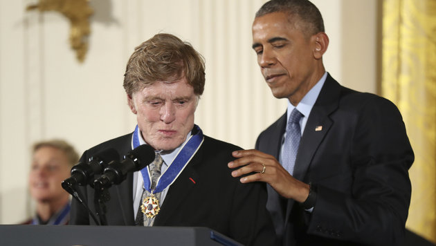 Barack Obama ehrt Robert Redford. (Bild: Copyright 2016 The Associated Press. All rights reserved.)