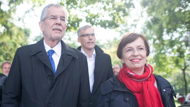 Alexander Van der Bellen mit Ehefrau Doris Schmidauer (Bild: APA/GEORG HOCHMUTH)