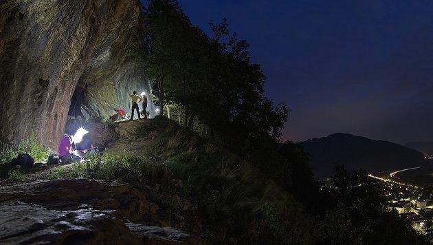 Forscher um Oliver Gebhardt beim Fledermaus-Netzfang in der Peggauer Wand (Bild: Gernot Kunz)