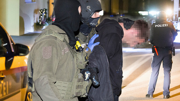 Großeinsatz in Götzis in Vorarlberg: Die Cobra nahm zwei Bosnier fest. (Bild: Mathis Fotografie)