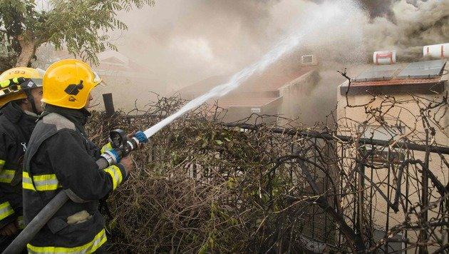 Haifa: 60.000 Menschen flüchten vor Flammen (Bild: APA/AFP/JACK GUEZ)