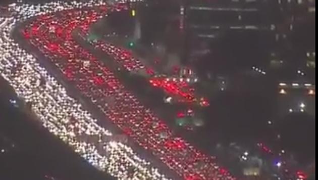 Mega-Stau legt Verkehr in den USA lahm (Bild: Screenshot/Twitter.com)