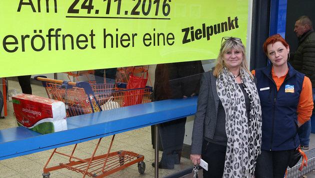 Chefin Manuela Anatelov mit der neuen, alten Filialleiterin Eva-Maria Horn (Bild: Zwefo)