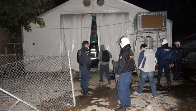 Schwere Krawalle zwischen Neonazis und Migranten (Bild: APA/AFP/PANTELIS FYKARIS)