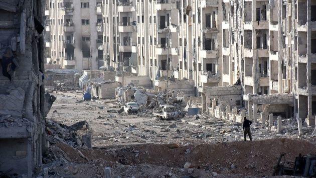 In Aleppo befindet sich kaum noch ein Stein auf dem anderen. (Bild: APA/AFP/GEORGES OURFALIAN)