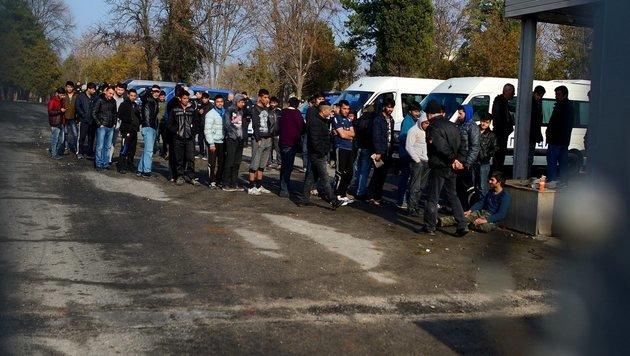 Bulgarien will tausend Flüchtlinge abschieben (Bild: EPA/VASSIL DONEV)