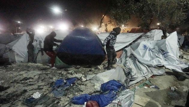Chaotische Zustände auf Lesbos (Bild: APA/AFP/STR)