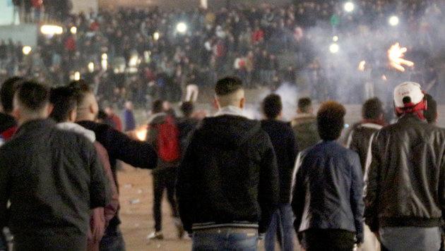Köln: Flüchtlinge als Wachmänner eingesetzt? (Bild: APA/dpa/Markus Boehm)