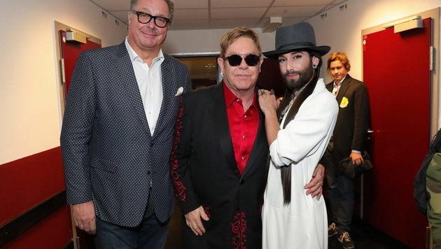 Backstage-Treff: Wolfgang Fischer, Sir Elton John und unsere Conchita (Bild: Starpix/Alexander TUMA)