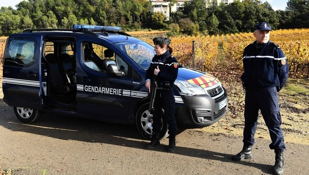 Frankreich: Bewaffneter tötet Frau in Mönchsheim (Bild: APA/AFP/PASCAL GUYOT)