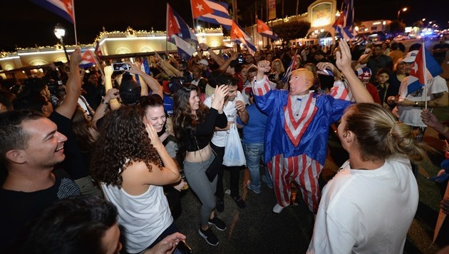 Tränen in Havanna, Partystimmung in Miami (Bild: APA/AFP/GETTY IMAGES/Gustavo Caballero)