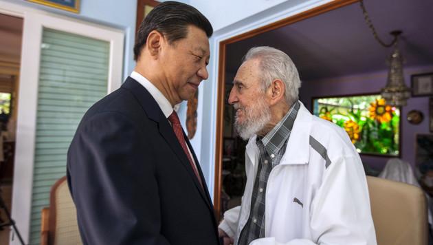 Chinas Präsident Xi Jinping zu Besuch bei Fidel Castro im Jahr 2014 (Bild: AP)