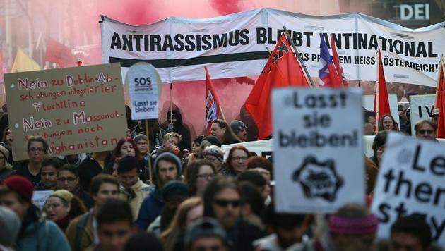 Flüchtlingsdemo in Wien: Chaos auf Shoppingmeile (Bild: APA/Georg Hochmuth)