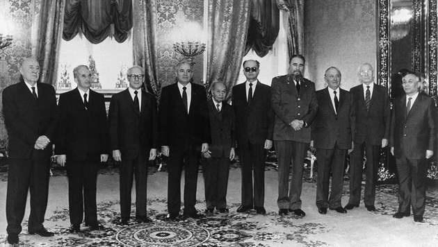 1986: Castro, Honecker und andere kommunistische Spitzen zusammen bei Gorbatschow in Moskau (Bild: APA/AFP/TASS/STAFF)