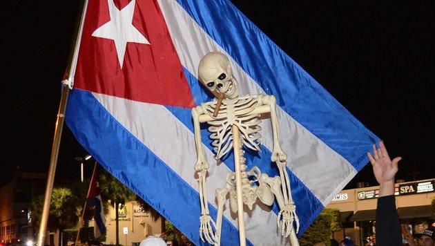 So feiern die Exil-Kubaner Tod von Fidel Castro (Bild: APA/AFP/Getty Images)