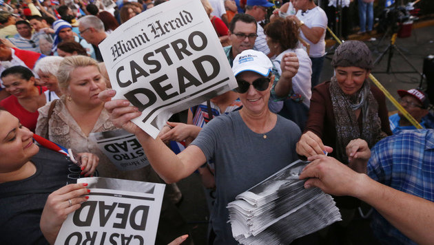 So feiern die Exil-Kubaner Tod von Fidel Castro (Bild: Associated Press)