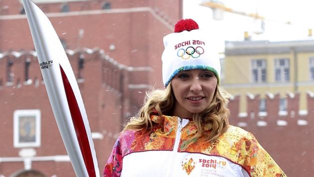 Die Eistänzerin posiert im Vorfeld der Olympischen Spiele in Sotschi am Roten Platz in Moskau. (Bild: AP)
