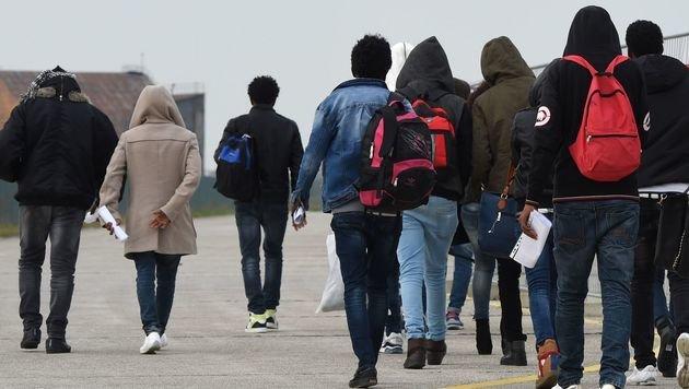 Deutschland schickte uns 15.000 Migranten zurück (Bild: APA/AFP/CHRISTOF STACHE)