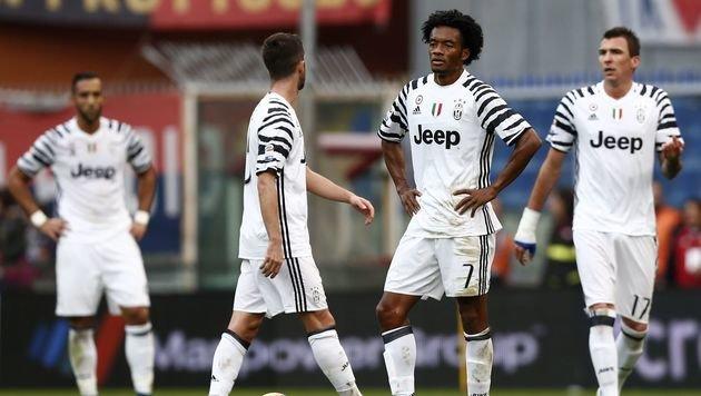 Pleite für Juventus - Alves mit Wadenbeinbruch (Bild: AFP)