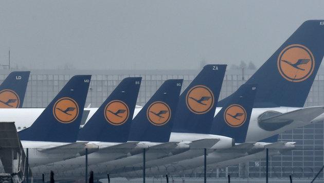 """Lufthansa-Jets am Münchner """"Franz Josef Strauß""""-Flughafen (Bild: APA/AFP/Christof Stache)"""