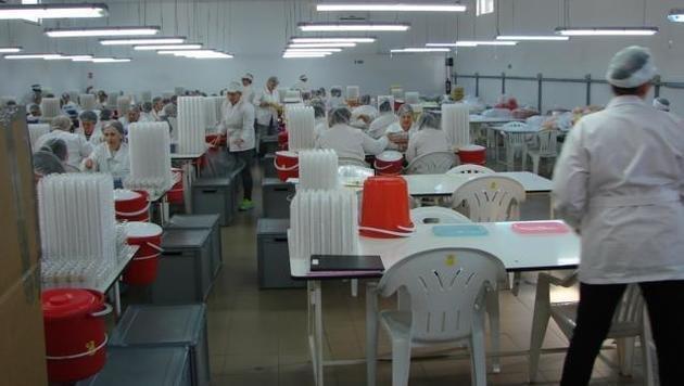 Ferrero betont, dass in seinen Firmen unter hygienisch einwandfreien Bedingungen gearbeitet werde. (Bild: Ferrero)