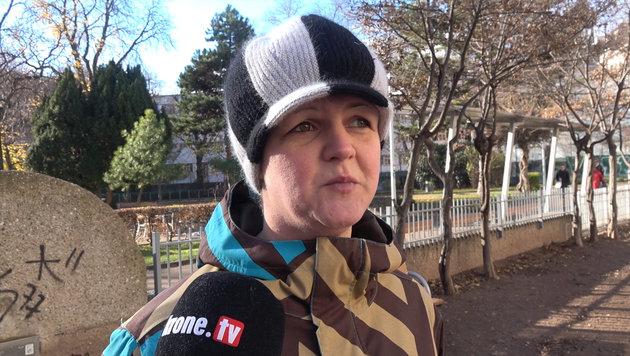 """Sandra: """"Seit ich 15 bin, lebe ich auf der Straße"""" (Bild: krone.tv)"""