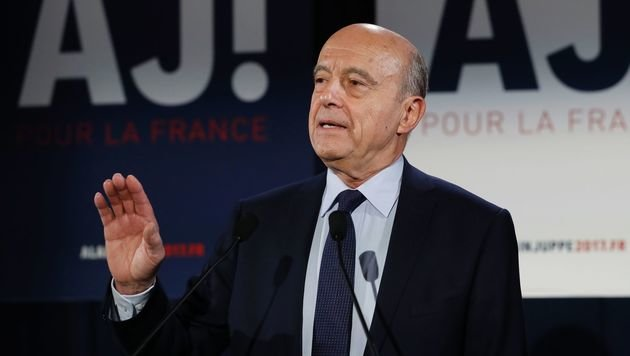 Alain Juppe gestand bereits vor der endgültigen Auszählung der Stimmen seine Niederlage ein. (Bild: APA/AFP/PATRICK KOVARIK)