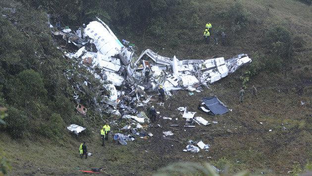 Video zeigt Flugzeugabsturz in Kolumbien (Bild: AP)