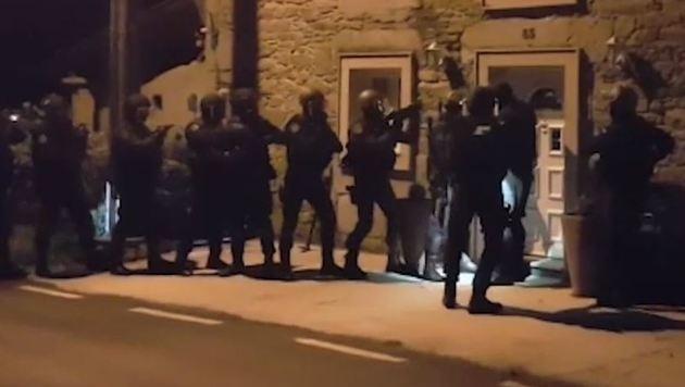 """""""Dschihad-Reisebüro"""" von Sonderkommando gestürmt (Bild: Guardia Civil Interior)"""