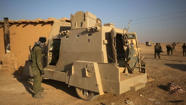 """Mad Max""-Fahrzeuge als gefürchtete Waffe des IS (Bild: APA/AFP/AHMAD AL-RUBAYE)"