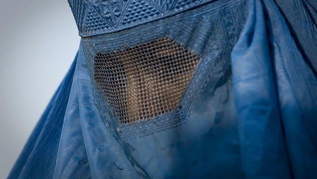 Eine Burkaträgerin aus Afghanistan (Bild: APA/AFP/NICOLAS ASFOURI)