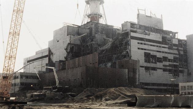 Reparaturarbeiten am zerstörten Reaktor in Tschernobyl im August 1986 (Bild: APA/AFP/TASS/Zufarov)