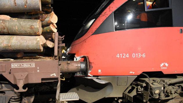 Zugunglück in Wien: Die Waggon-Puffer bohrten sich beim Zusammenprall in den S-Bahn-Triebwagen. (Bild: APA/MA 68 LICHTBILDSTELLE)