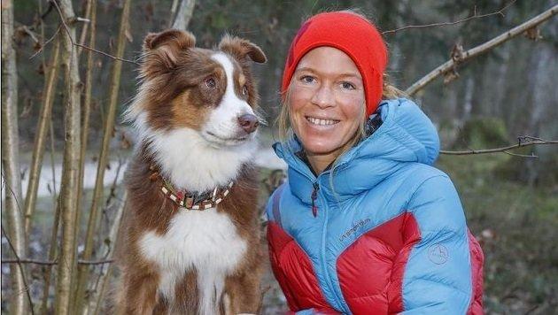 Lucia & Leni: Das Duo hat eine Therapie-Hunde-Ausbildung absolviert, ist oft in Schulen zu Gast. îAEA (Bild: Markus Tschepp)