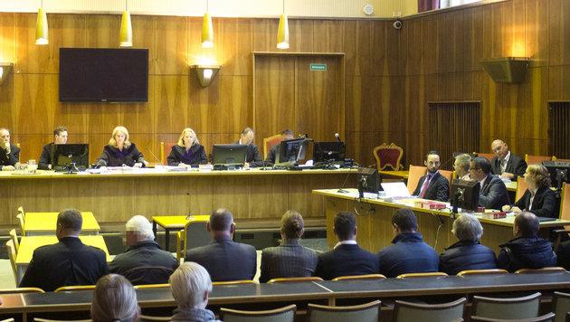 Böller-Prozess: Haftstrafen und erneute Festnahmen (Bild: APA/ERWIN SCHERIAU)