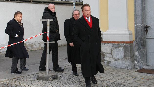 Arnold Schwarzenegger besucht die Gedenkmesse für seinen verstorbenen Mentor Alfred Gerstl in Graz. (Bild: Christian Jauschowetz, Kronen Zeitung)