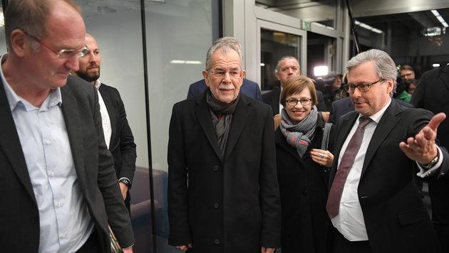 """""""Kommunisten-Spion"""" gegen """"Zündler"""" live im ORF (Bild: APA/ROLAND SCHLAGER)"""