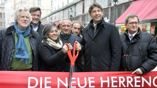 Wiener Herrengasse ist ab jetzt Begegnungszone (Bild: APA/HERBERT PFARRHOFER)