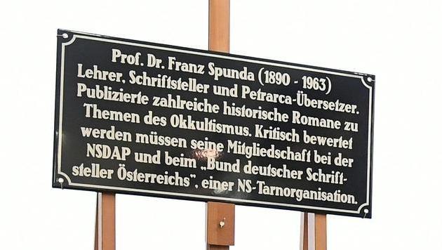 Wien: 28 Extra-Tafeln für umstrittene Straßennamen (Bild: APA/HELMUT FOHRINGER)