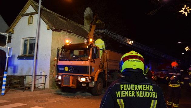 Böen bis zu 140 km/h - Feuerwehr im Dauereinsatz (Bild: FF-WR-NEUDORF.AT/Biegler)