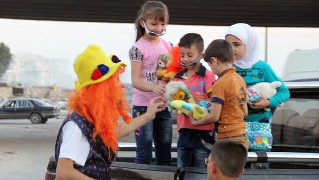 Clown von Aleppo im Bombenhagel gestorben (Bild: AP)